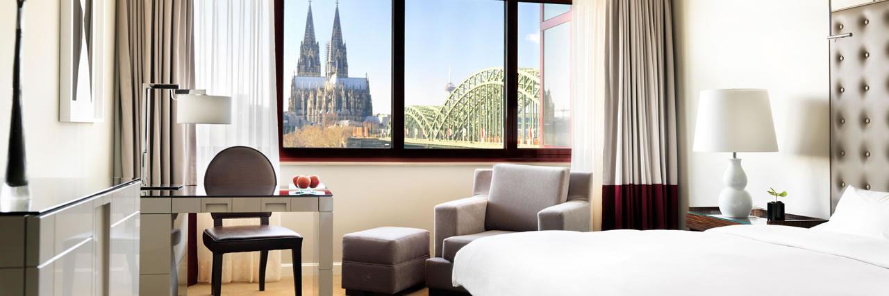 Hyatt-Regency-Cologne-King-Bed-Room