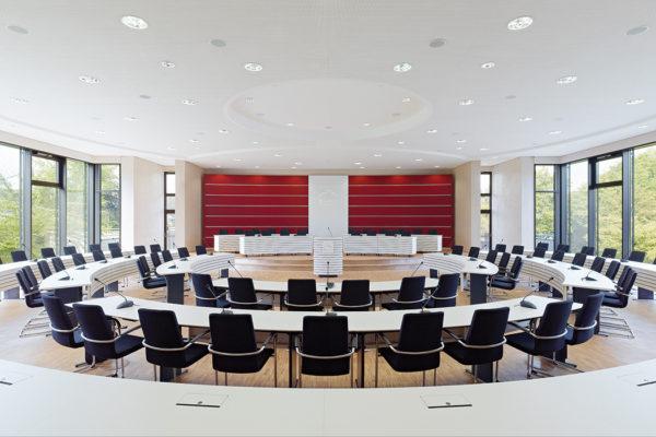 FYLE Fröscher Plenum Stühle sona