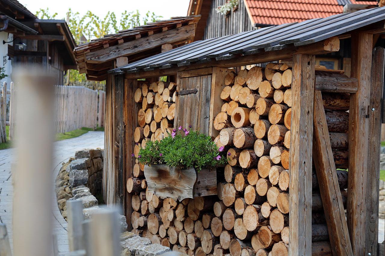 FYLE sDörfle Holzstapel