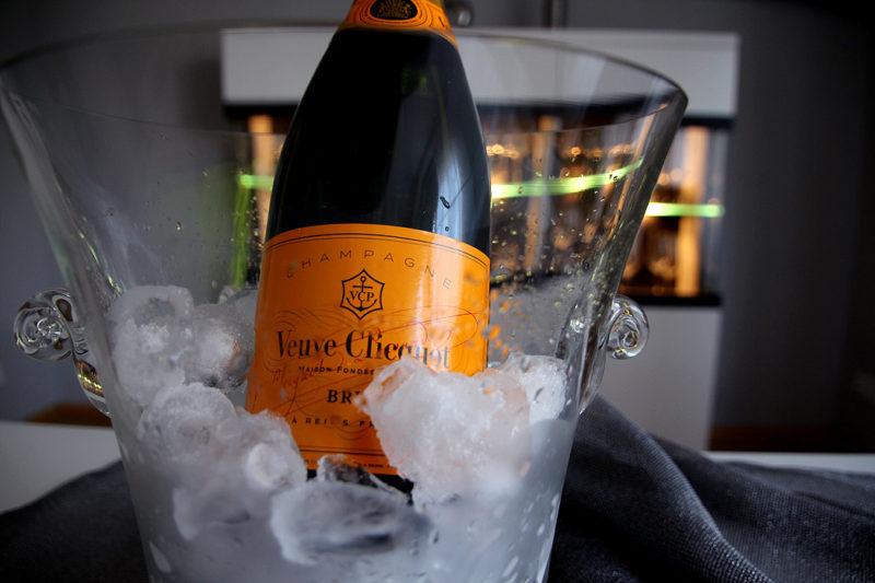 FYLE Veuve Clicquot Flasche Eis