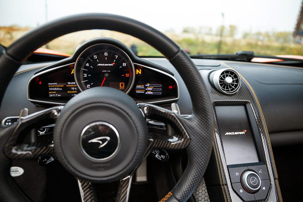 FYLE McLaren 650S Spider Cockpit
