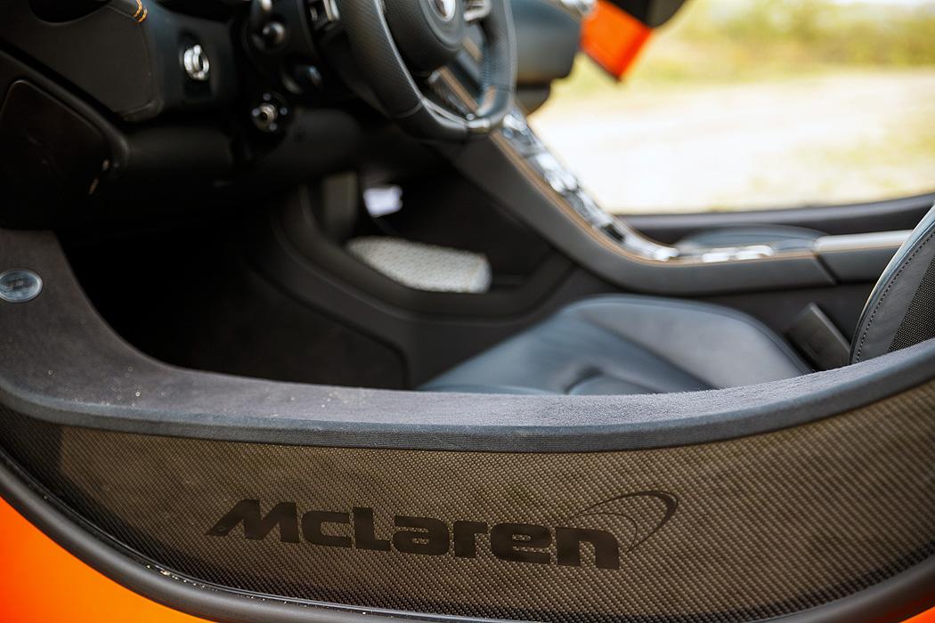 FYLE McLaren 650S Spider Einstieg