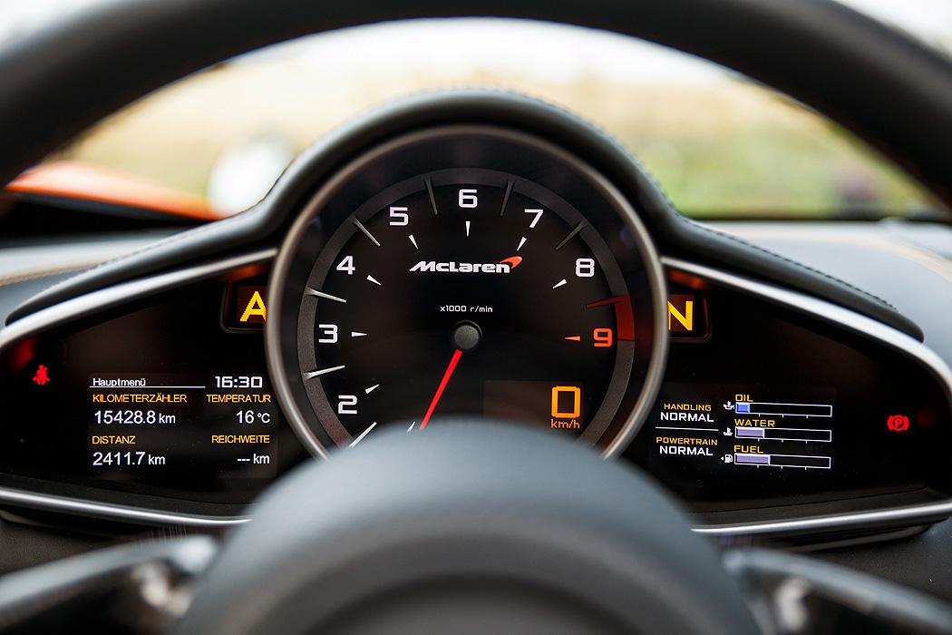 FYLE McLaren 650S Spider Instrumente