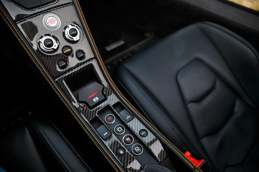 FYLE McLaren 650S Spider Mittelkonsole