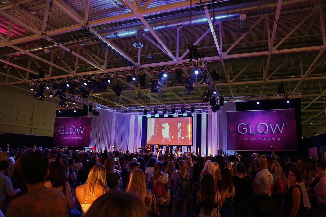 FYLE GLOWCON GLOW Bühnenshow