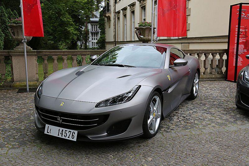 Ferrari Portofino schräg vorn